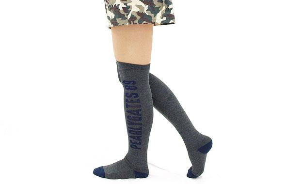 スカートスタイルには「ハイソックス」が必須!