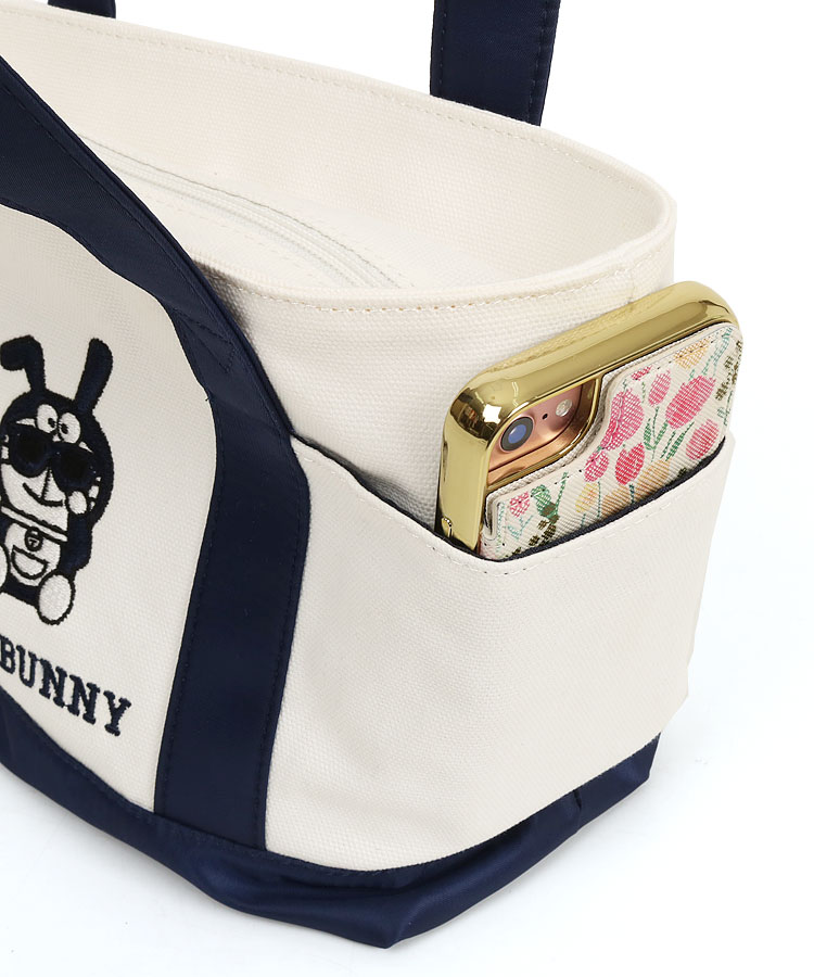 JB サングラスBunnyドラ刺繍キャンバスカートバッグのコーディネート写真