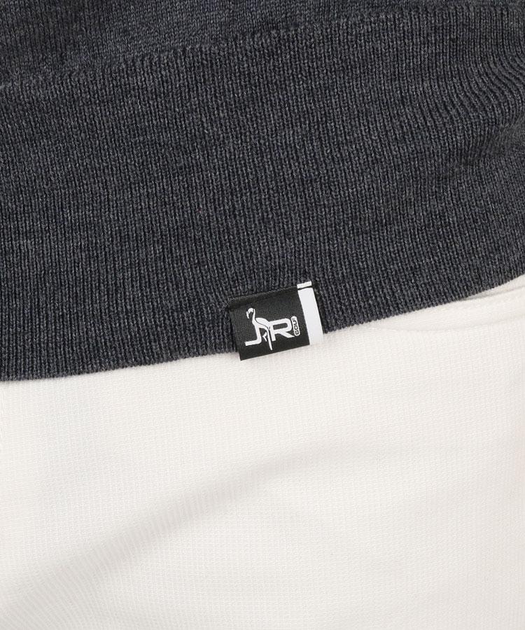 JR ロゴ刺しゅうタートルネックニットのコーディネート写真