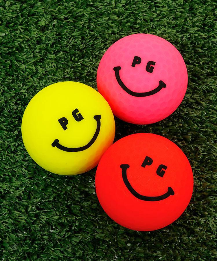 PG Smileボール付★カモフラ柄ファーボールポーチのコーディネート写真