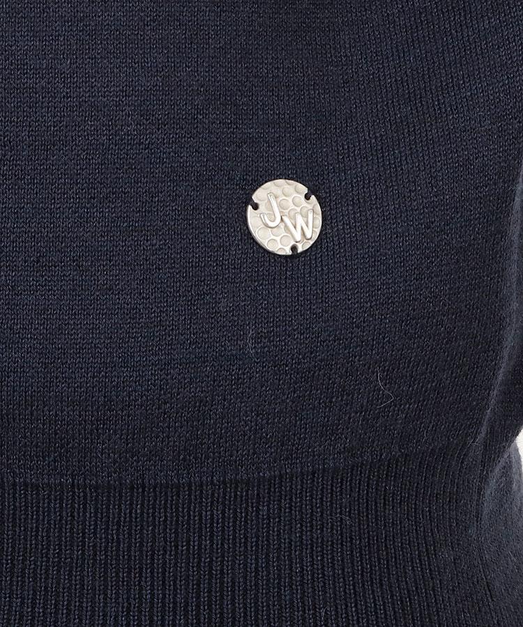ST バックラインハイネックニットのコーディネート写真