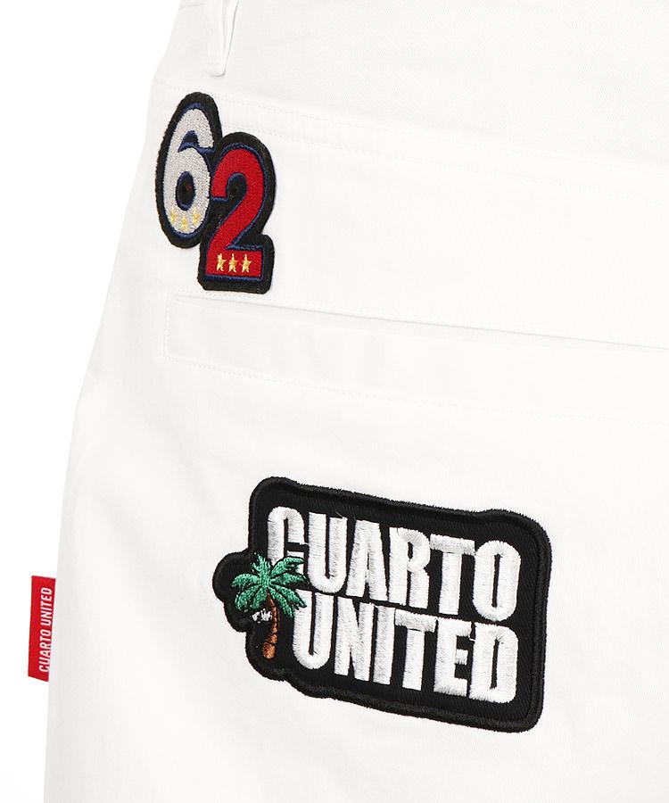 CU ワッペン付ストレッチパンツのコーディネート写真