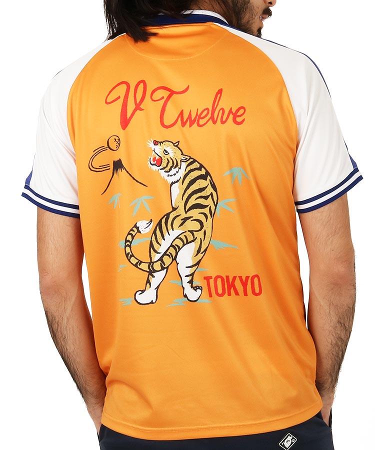 VI スカジャン風ポロシャツのコーディネート写真